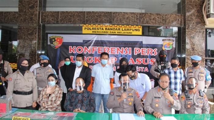 Konferensi pers kasus dugaan prostitusi Vernita Syabilla (dok. Istimewa)