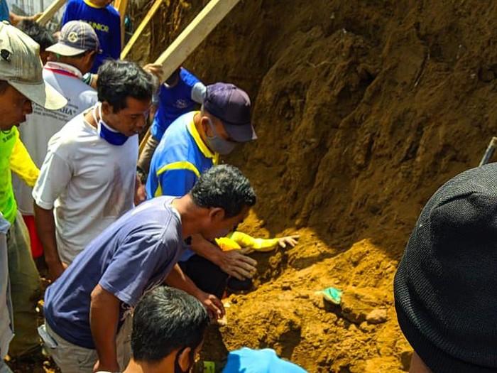 Lokasi korban tertimbun longsor di Dukuh Ngetrep, Desa Kemuning, Kecamatan Ngargoyoso, Karanganyar, Kamis (30/7/2020).