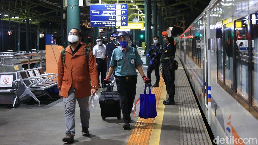 Pengguna KA dari Gambir-Pasar Senen Meningkat 2 Kali Lipat di H-1 Idul Adha