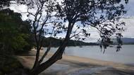 Bukan Berwarna Putih, Pantai di Malaysia Pasirnya Hitam