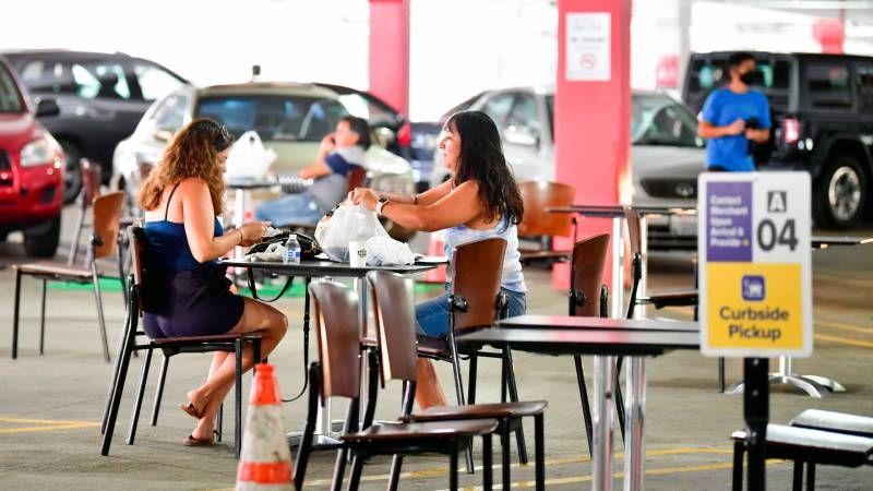 Parkiran Jadi Tempat Makan