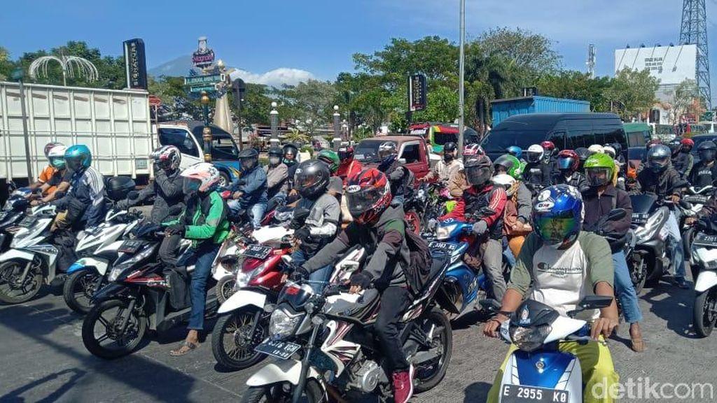 Jelang Idul Adha, Pemudik Sepeda Motor Padati Jalur Pantura Cirebon