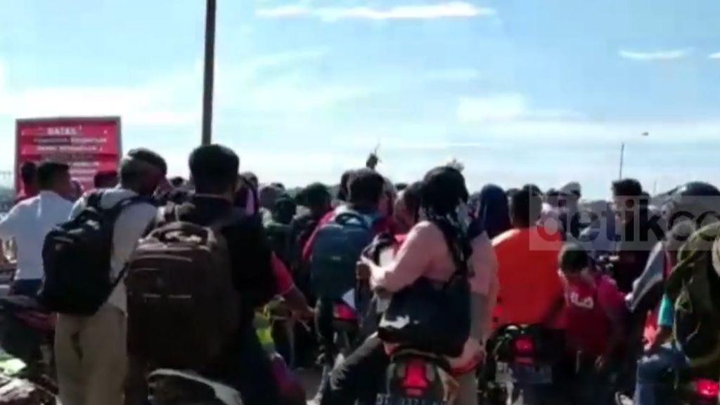Penumpang Melonjak, Penyeberangan Torobulu-Tampo Tambah Trip