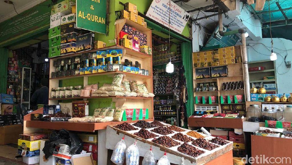Jelang Idul Adha, Bisnis Pernak-pernik Haji di Tanah Abang Sepi Pembeli