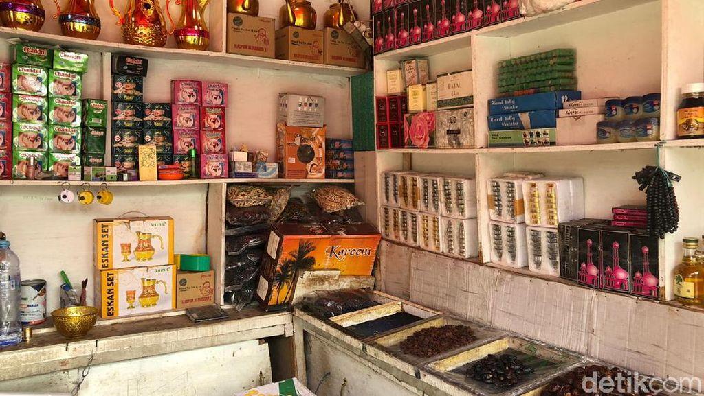 Omzet Pedagang Pernak-pernik Haji di Tanah Abang Anjlok 80%