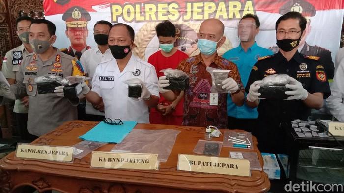 Rilis pengungkapan kasus penjualan brownis ganja di Jepara