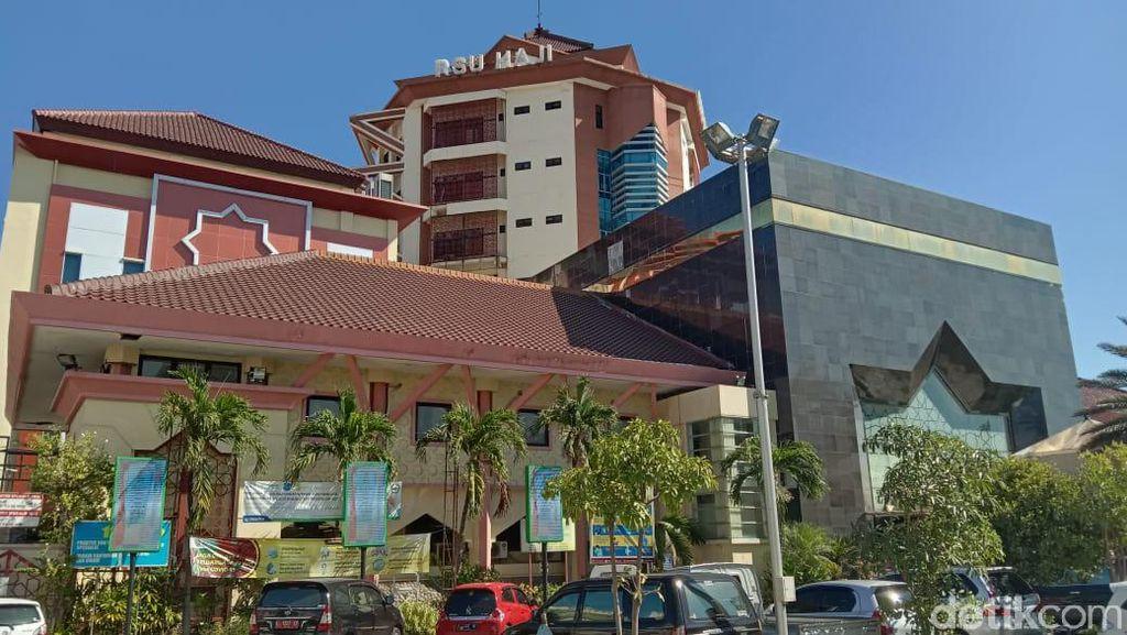 Pasien COVID-19 di Surabaya Bunuh Diri Loncat dari Lantai 6 RSU Haji