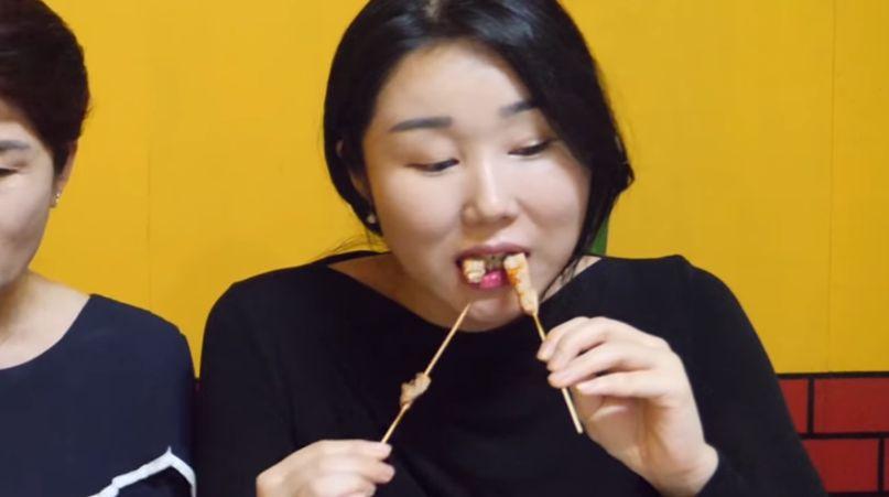 Orang Korea Makan Sate Taichan Sampai 140 Tusuk
