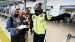 Suasana Mudik H-1 Idul Adha di Stasiun Pasar Senen