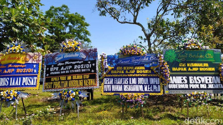 Suasana Rumah Duka Sastrawan Ajip Rosidi di Magelang, Jawa Tengah