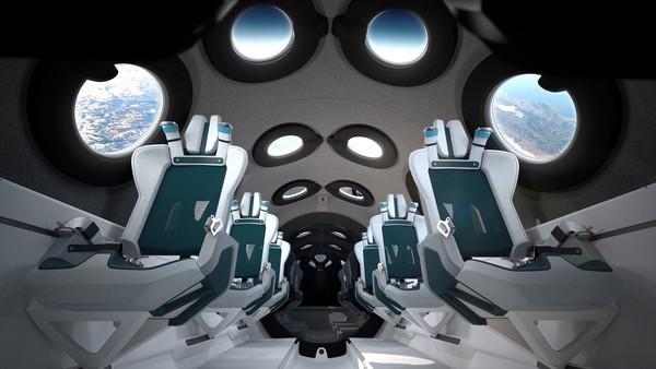 Selama terbang, penumpang dilarang mengeluarkan ponsel karena berpotensi melukasi seseorang karena termasuk benda keras. Jadi untuk mengabadikan perjalanan ini, Virgin Galactic menyediakan 16 kamera yang ditempatkan di sekitar kabin untuk menangkap momen di orbit dengan Bumi sebagai latar belakang. Juga ada dua kamera lagi akan merekam video dari momen menakjubkan lainnya. (Virgin Galactic)