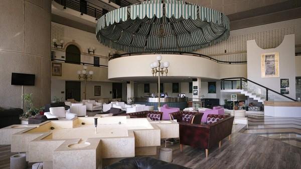 Saat ini, bangunan tersebut dimiliki oleh Hotels Europe Group, yang memiliki sebagian besar hotel-hotel besar Sarajevo. AP Photo/Kemal Softic