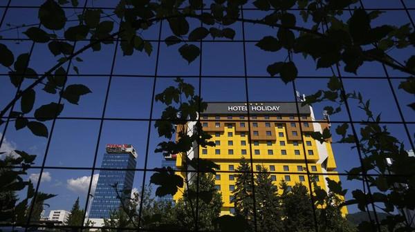 Setelah memiliki sejarah panjang yang kelam, kini Holiday Hotel kembali menghadapi krisis lainnya yaitu karena pandemi COVID-19. AP Photo/Kemal Softic