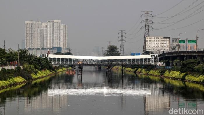 Pengerjaan JPO Kalijodo sudah mulai terlihat. Desain jembatan yang instagramable dirasa mampu menjadi wajah baru kawasan Kalijodo.