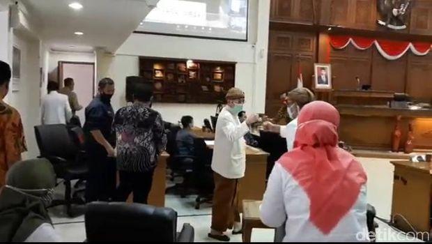 Wakil Wali Kota Solo Achmad Purnomo kembali masuk kerja setelah sembuh dari COVID-19, Kamis (30/7/2020).