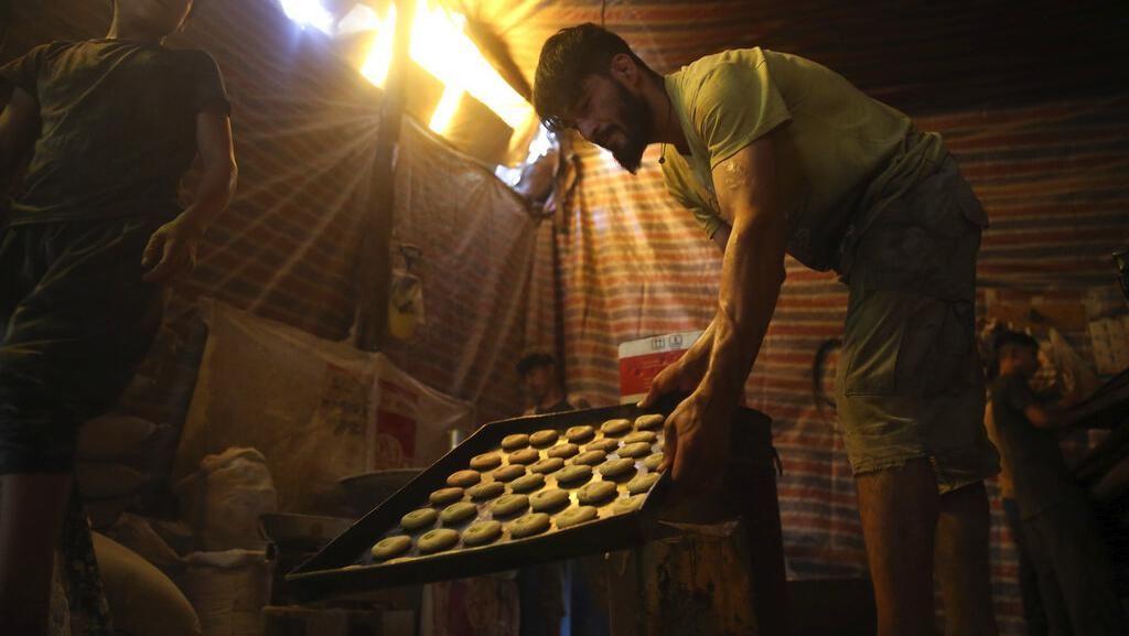 Mengintip Warga Afghanistan Bikin Roti Jelang Idul Adha