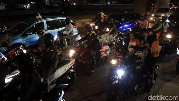 Kawasan Kalimalang, Jakarta Timur, mulai dipadati oleh para pemudik motor. Mereka melilntasi kawasan itu untuk mudik ke sejumlah daerah menjelang Idul Adha.