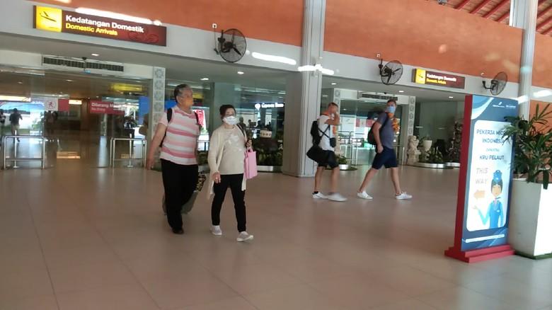 Bandara I Gusti Ngurah Rai ramai wisnus di hari pertama Bali buka pariwisata