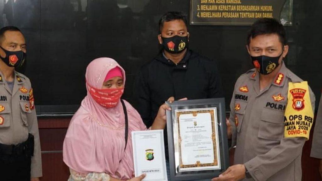 Lawan Begal di Bekasi, Emak-emak Dapat Penghargaan dari Polisi