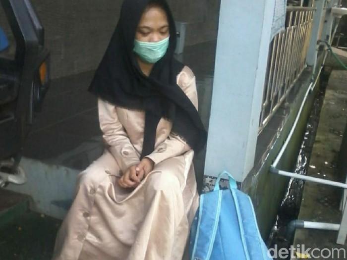 Gadis asal Malang ini ditelantarkan ayahnya di Ciamis