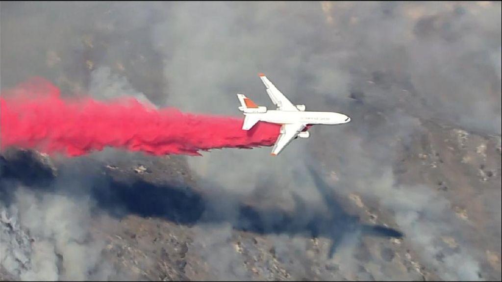 Jumbo Jet Dikerahkan Padamkan Kebakaran Hutan di AS