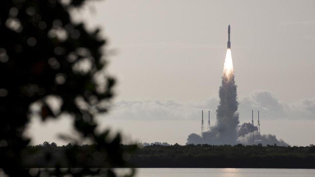 Sukses! Momen Peluncuran Robot Tercanggih NASA Menuju Mars