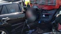 Mobil Seruduk Truk Fuso di Tol Pemalang, 1 Tewas