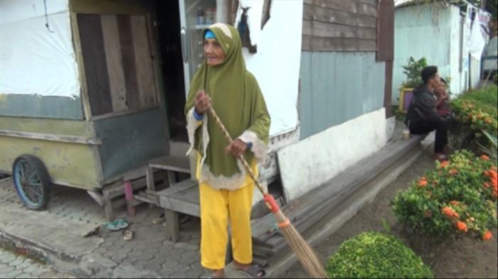 Nenek Sumiati