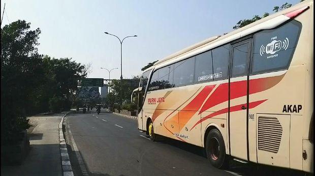 Pemudik mulai padati jalur mudik Bekasi, Jumat (31/7/2020).