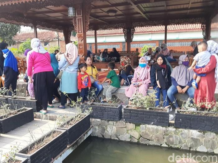 Ratusan warga Cianjur diduga jadi korban investasi bodong paket kurban