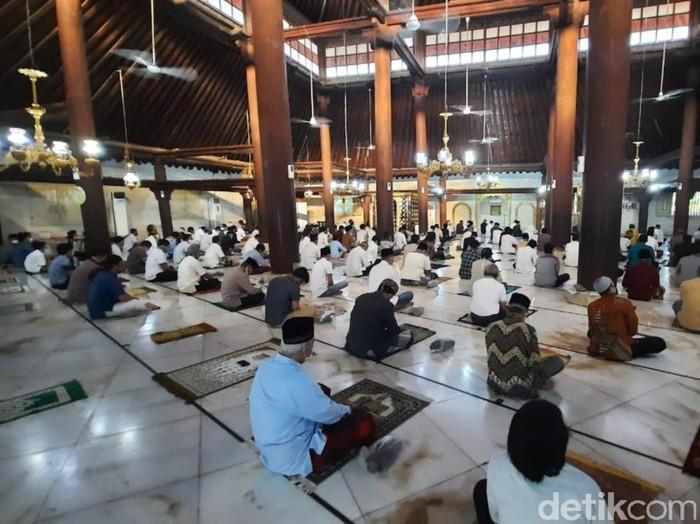 Salat Idul Adha di Masjid Gedhe Kauman, Yogyakarta, Jumat (31/7/2020).