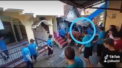 Sapi Kurban di Surabaya Ngamuk, Tendang 2 Orang dan Robohkan Atap Rumah