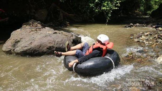 Tubing river di Sungai Batu Mangguntur