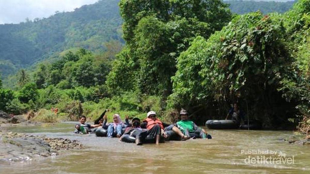 Nikmati Long Weekend dengan Tubing River