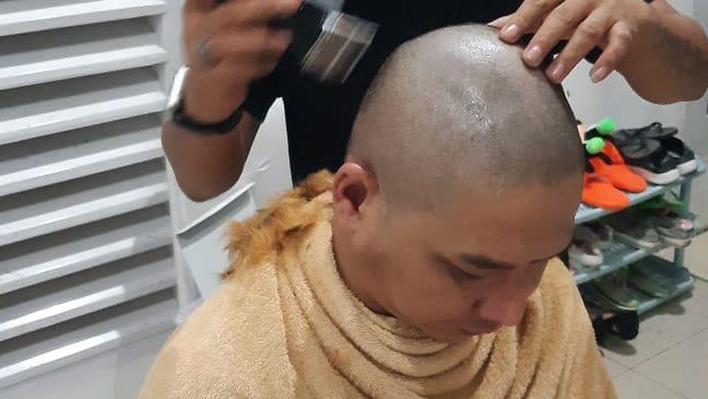 Video Momen Pasha Cukur Gundul Usai Kontroversi Rambut Pirang
