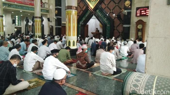 Warga Ciamis salat Idul Adha di masjid lingkungan masing-masing