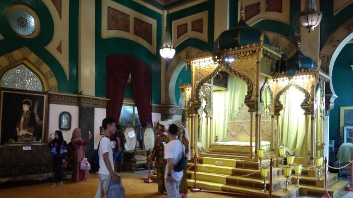 Warga Medan serbu Istana Maimun di hari raya Idul Adha, Jumat (31/7/2020)