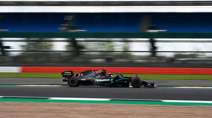 NORTHAMPTON, ENGLAND - AUGUST 01: Valtteri Bottas of Finland driving the (77) Mercedes AMG Petronas F1 Team Mercedes W11 on track during final practice for the F1 Grand Prix of Great Britain at Silverstone on August 01, 2020 in Northampton, England. (Photo by Rudy Carezzevoli/Getty Images)