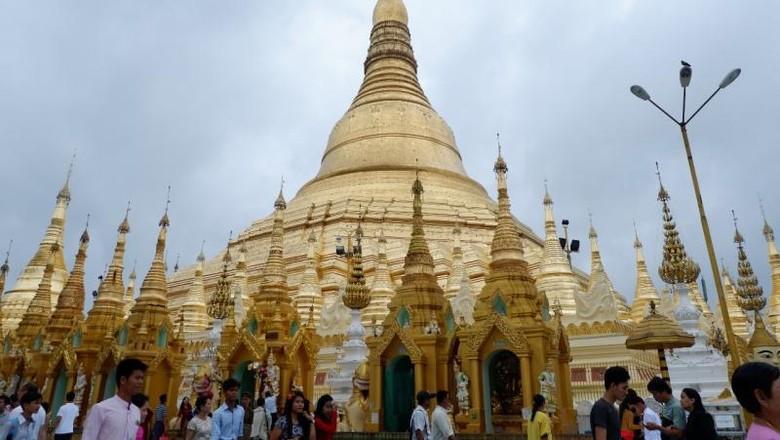 Cerita Seharian Jelajahi Negeri Seribu Pagoda