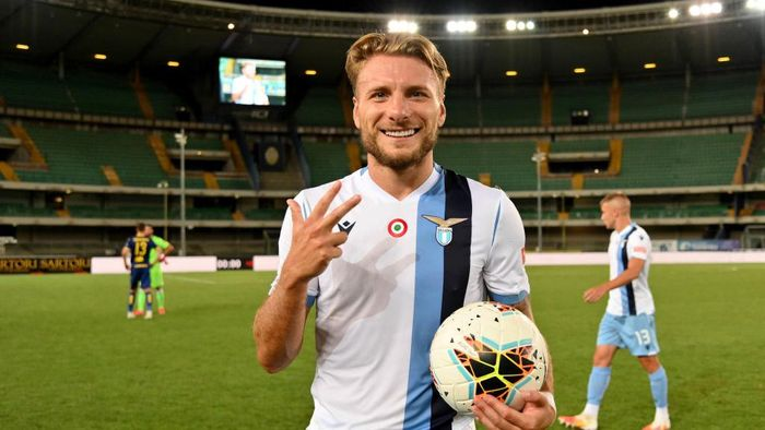 VERONA, ITALY - JULY 26: Ciro Immobile of SS Lazio at the end of the game with the ball after the three goals scored after the Serie A match between Hellas Verona and  SS Lazio at Stadio Marcantonio Bentegodi on July 26, 2020 in Verona, Italy. (Photo by Marco Rosi - SS Lazio/Getty Images)