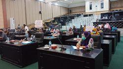 Curhat Pedagang Pasar di Jombang, Sepi Pembeli Dampak Pendemi COVID-19