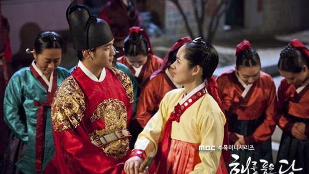 Drama Korea Moon Embracing the Sun