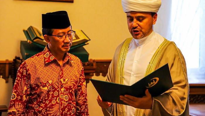 Duta Besar Republik Indonesia untuk Federasi Rusia dan Republik Belarus, M. Wahid Supriyadi, mendapat penghargaan dari Dewan Mufti Rusia.