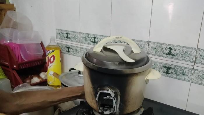 Viral Kakek Masak Nasi Malah Bikin Rice Cooker Gosong