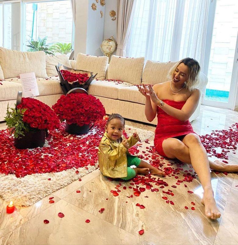 Kimmy Jayanti sedang mengandung anak keduanya. Foto: Instagram Kimmy Jayanti