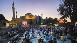 Kluster Corona Hagia Sophia dan Rawannya Penularan di Tempat Ibadah