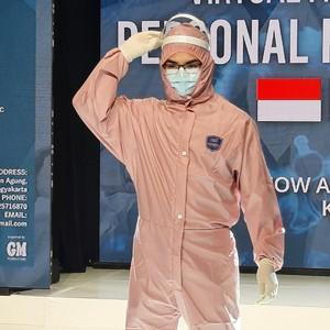 Aksi Tak Biasa Dokter dan Perawat di Yogya, Fashion Show Pakai APD
