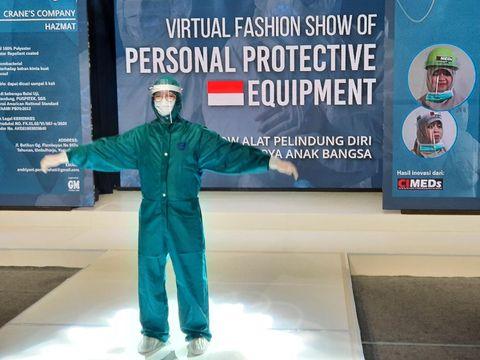 Nakes Fashion Show Pakai APD