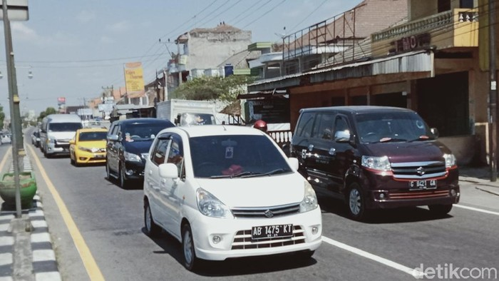 Ruas Jl Yogya-Solo di Delanggu, Klaten terpantau ramai lancar pada Sabtu (1/8/2020)
