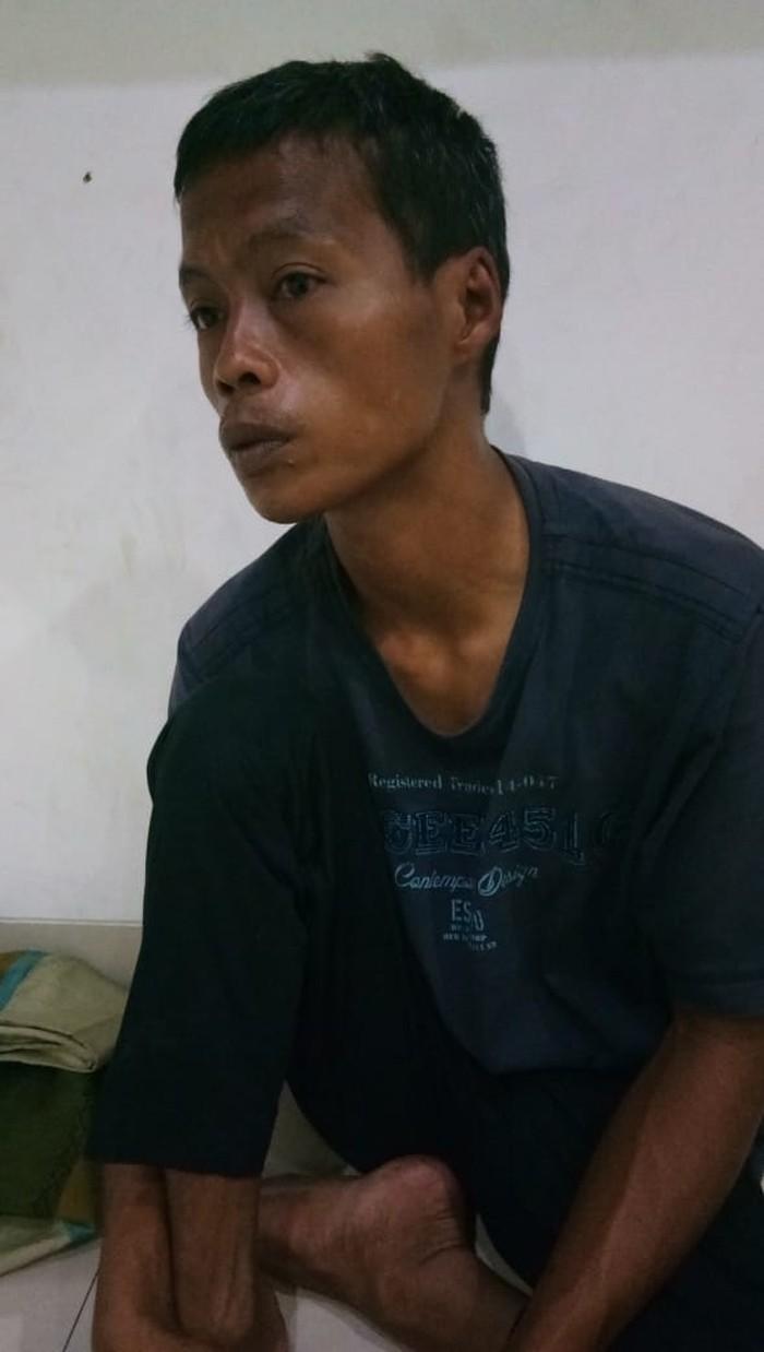 Sutikno mencari orang tua kandung, gowes dari Malang ke Jakarta. (Twitter @ruddierawk)